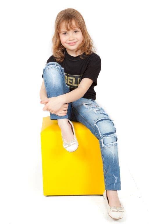 Modelo infantil descoberta pela La Bella grava comercial